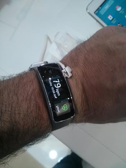Here testing the Samsung band at the MWC